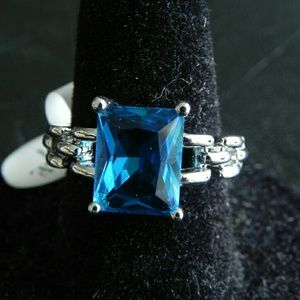 0.4ct. Blue Apatite Ring